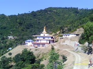 на фото: стоящееся здание нового храма Йога-ступа