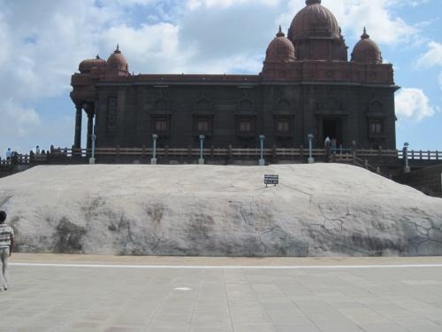 Камень, на котором медитировал Вивеканада и достиг просветления.