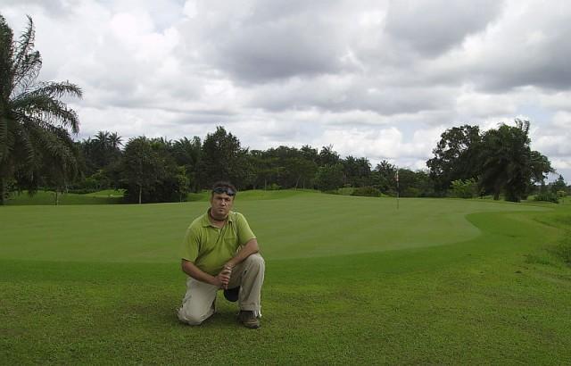 на поле для гольфа при отеле Ле Меридьен