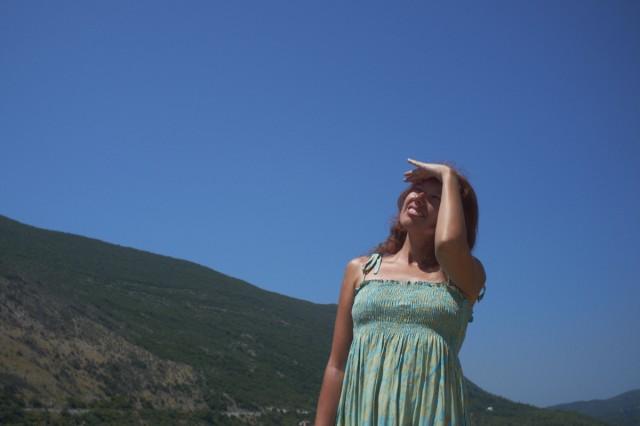Лучше: все условия съемок те же, только фотограф стоит спиной к солнцу