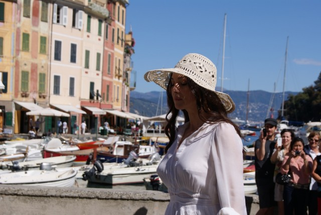 А это Моника Белуччи, она там тоже там оказалась в это время, её все фотографировали и я тоже...
