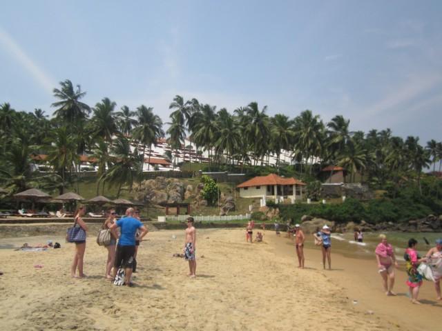 маленький уютный пляж отеля Лила Кемпински