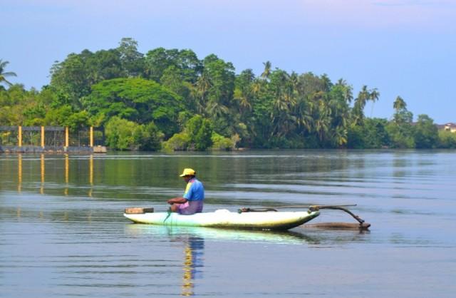 Рыбак на озере Когалла