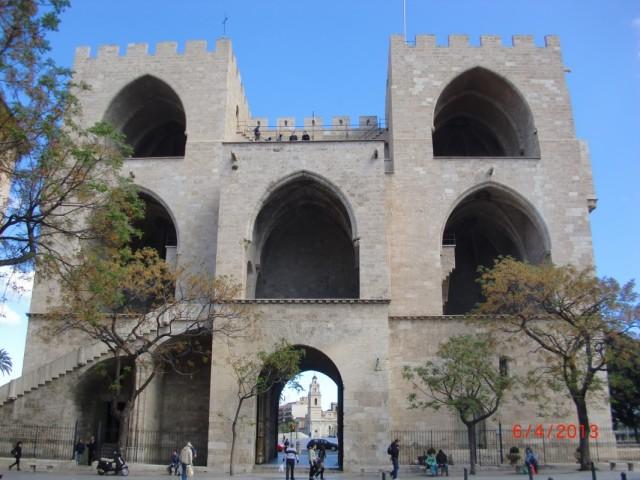 сторожевая башня на границе старого города