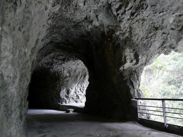 Знаменитые тоннели, для посещения которых вас попросят надеть строительную каску