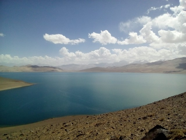 Вид на озеро в запада