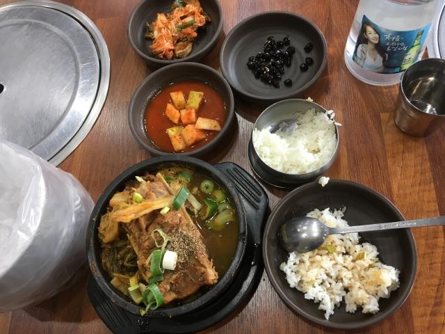 Тоже мультиблюдо)),- много всего и особенно мяса (но это не индийское кафе, чисто корейское)