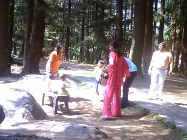 Индийцы в парке Манали
