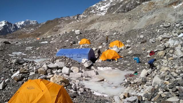 Всего несколько палаток. Сезон начинается