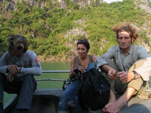 Обратно возвращались по воде, усталые, но довольные. Высаживались на маленькие уединенные пляжи и купались.