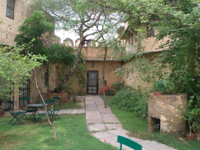 внутренний двор, его часть