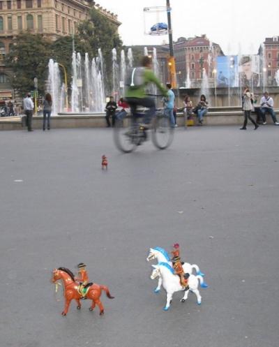 вот такие кони скачут у стен замка