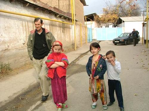 Дети, люди..день..улица..