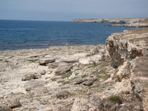 Каменные пляжи - в воду сойти легче