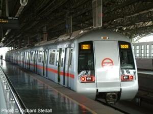 Поезд делийского метро