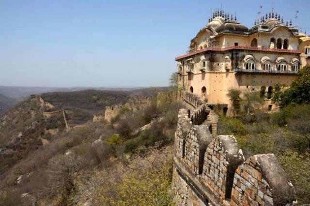 Крепость Бала Кила