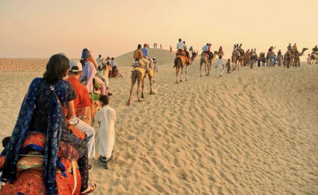 Сафари на верблюдах в окрестностях Джайсалмера