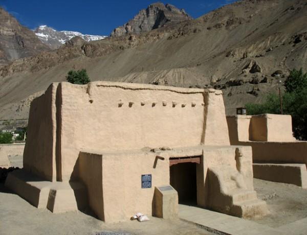 Один из храмов монастыря Табо