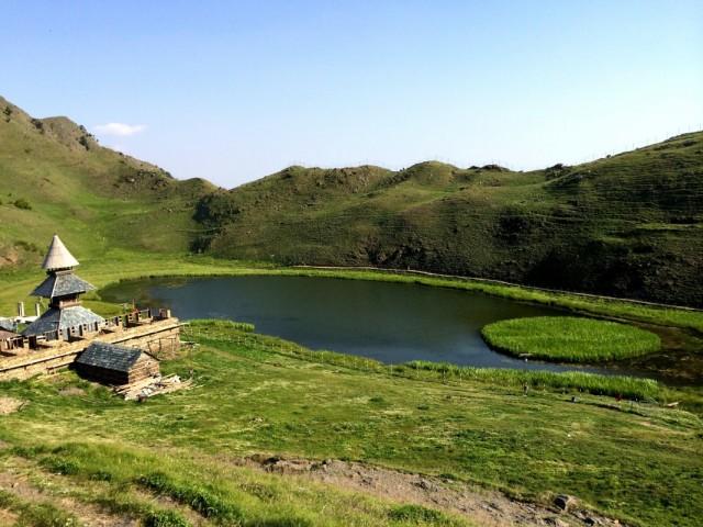Храм и озеро Прашара