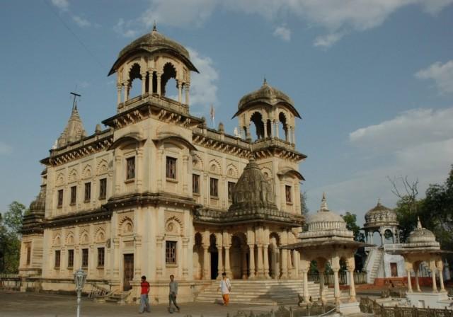 Усыпальницы в Шивпури