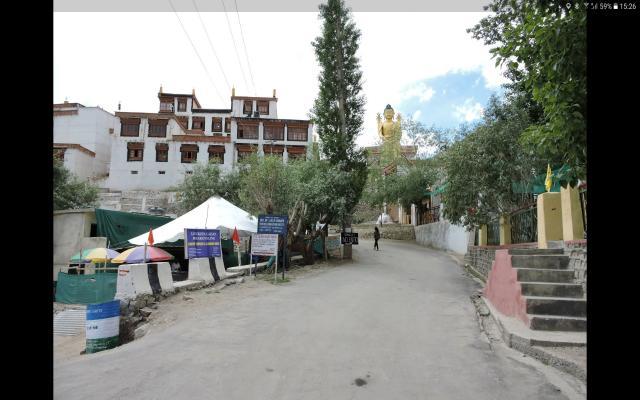 Ресторан слева по дороге к монастырю.
