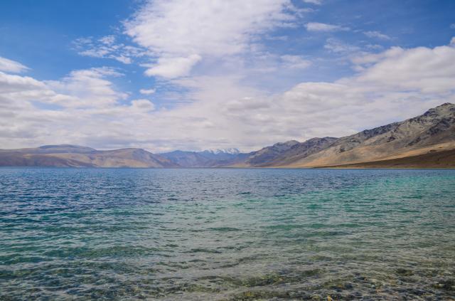 Вода в озере.