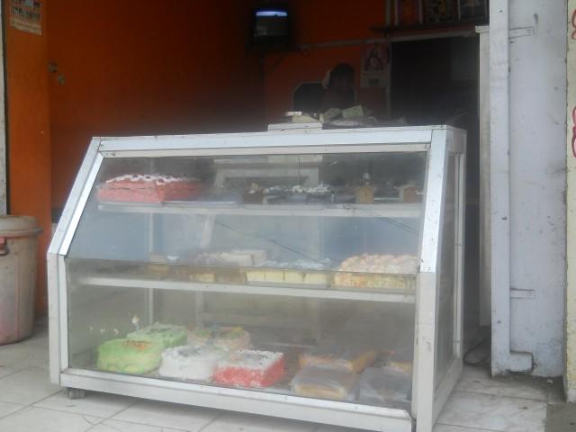 первый раз в Индии увидела торты)обычно национальные сладости везде