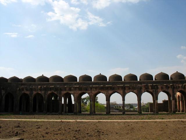 Манду. Мечеть Джами Масджит. Завораживающая монотонность