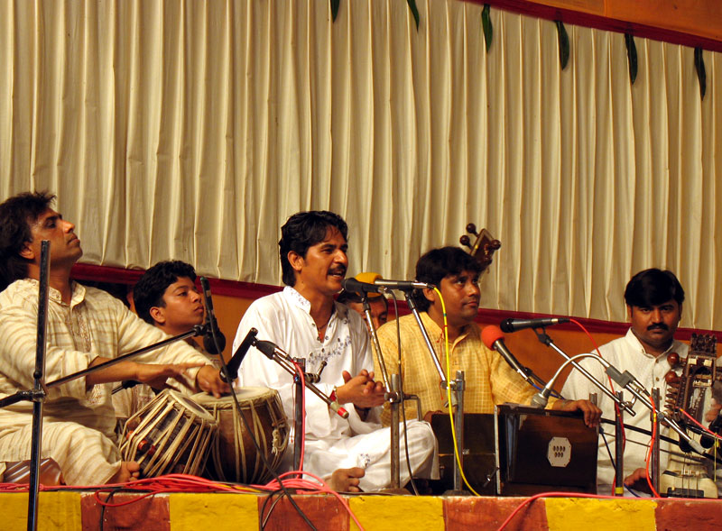 дискотека из индийских песен