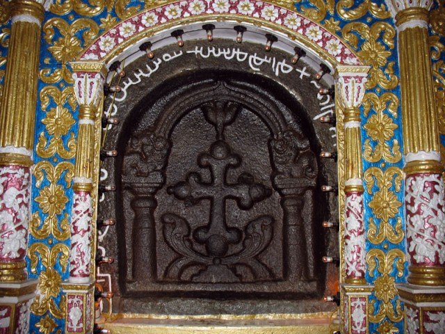 Каменный крест, который, по поверию, был высечен Св. Лукой