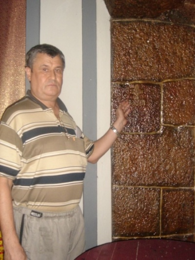 Крест на стене