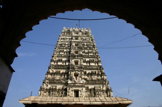 Храм в южно-индийском стиле во Вриндаване