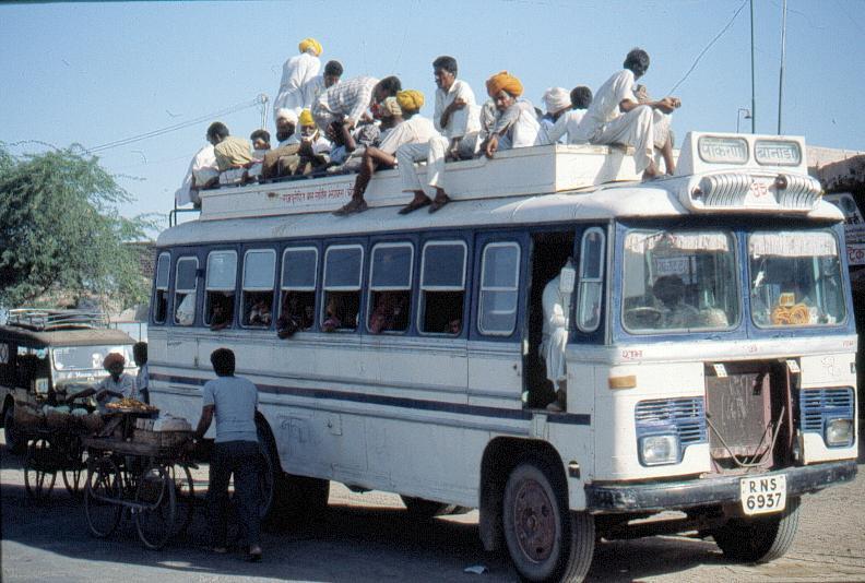 Во всем мире люди ездят на нормальных автобусах/трамваях/троллейбусах метро.  Там сидит чистый культурный водитель...