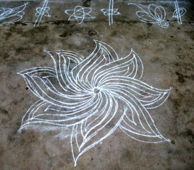 Колам – благоприятный знак, который наносится рисовой мукой у порога дома каждый день