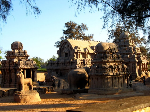 Пять ратх (храмов-колесниц) долгое время были занесены песком, пока их не обнаружили британцы