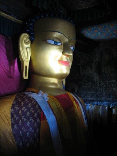 Статуя Будды Шакьямуни, старый монастырь в Ше, Ладакх