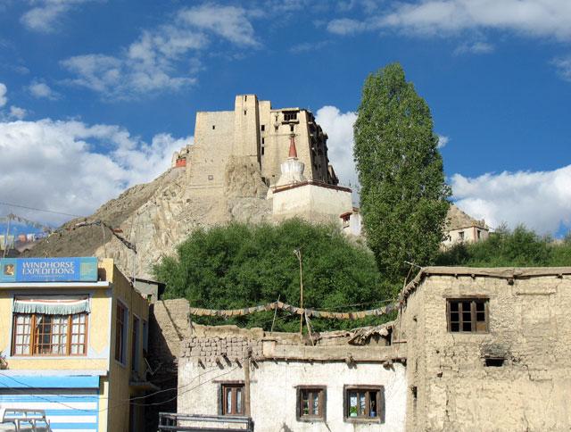 Вид на дворец из Леха