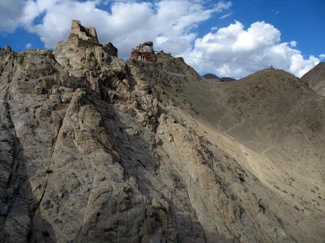 Вид на монастырь Намгьял Цемо над Лехом