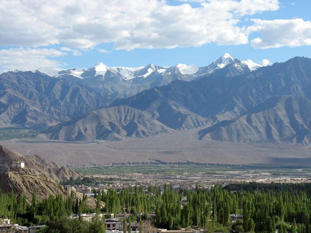 Ле и окружающие его горы