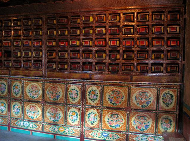 В библиотеке монастыря Пьянг, Ладакх