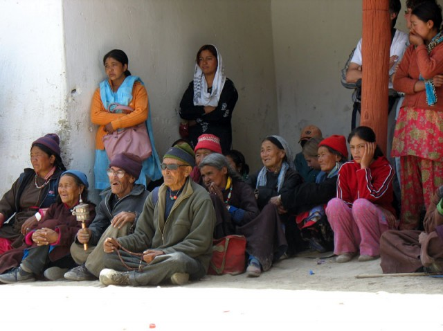 Зрители на фестивале в монастыре Пьянг, Ладакх
