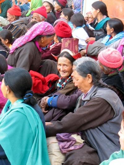 Публика на мистерии Чам, монастырь Пьянг, Ладакх