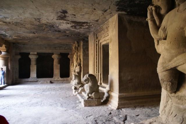 Молельня/ алтарь в малой восточной пещере