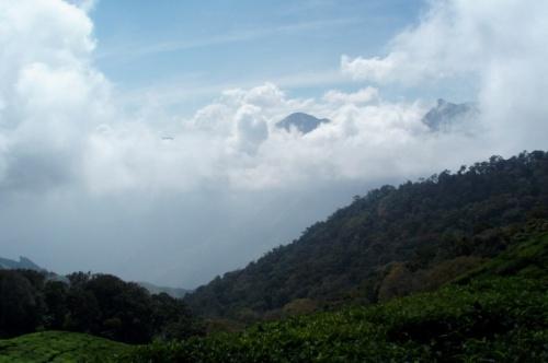 Ну и кое-где вершины каких-то гор из того облака появлялись