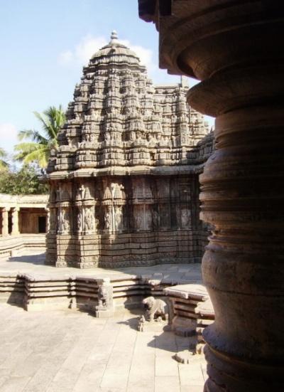 Храм стоит на платформе...