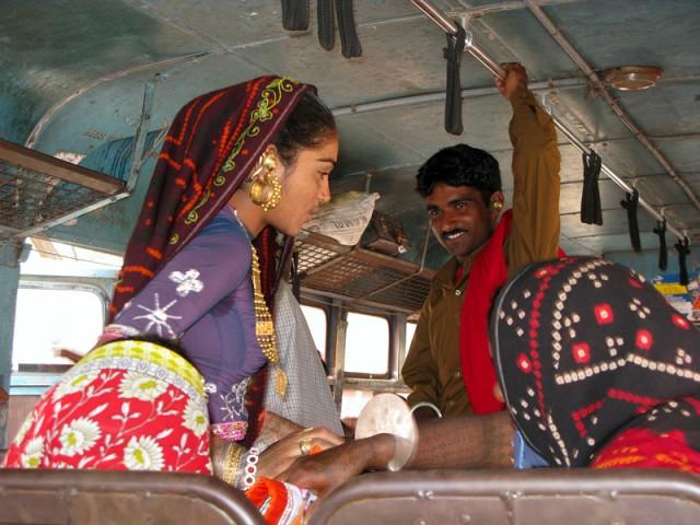 Гуджаратцы в автобусе