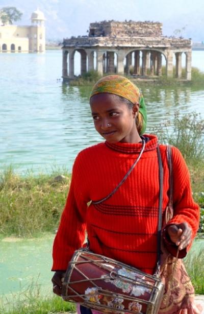 Девочка с барабаном. Jal Mahal