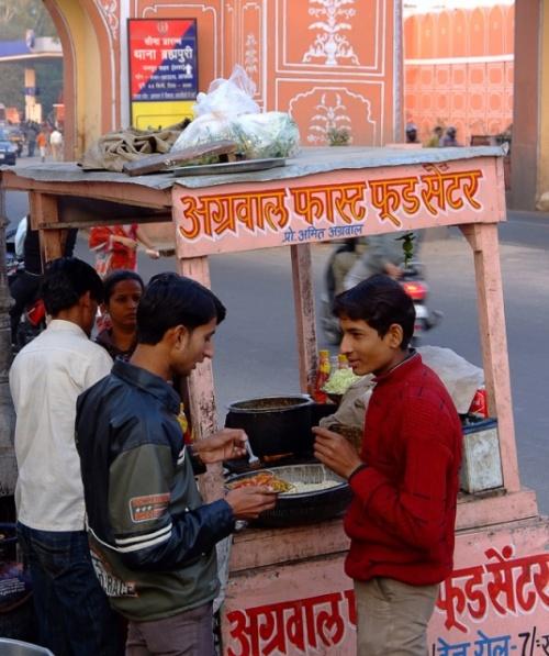 Разговор за уличной едой. Джайпур