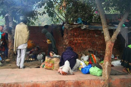 Эти люди, ночевавшие на улице, все чистили зубы...