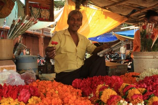 продавец цветов в Джайпуре